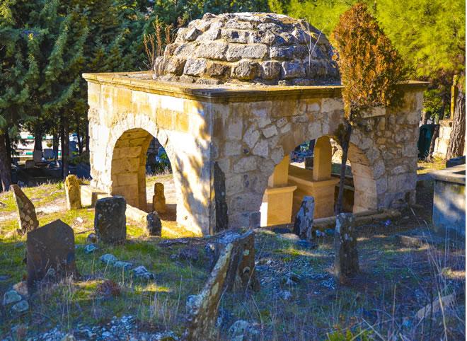 osmaniye bahçe kümbet